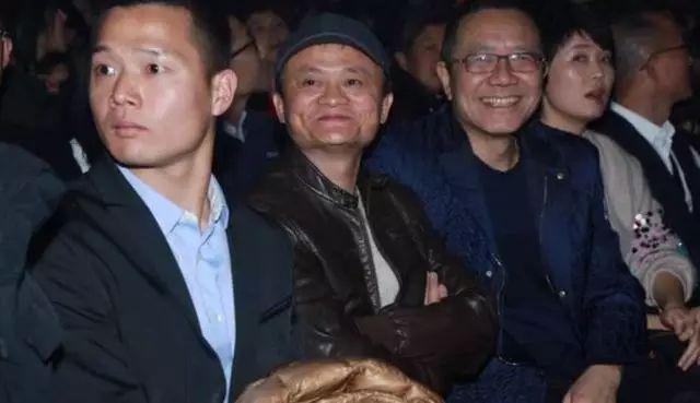 龚琳娜微博批评王菲跑调走音,可黄奕前夫却说出了走音原因