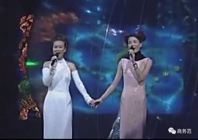 马云、赵薇、刘嘉玲前排围观的演唱会,最戳人要数王菲和窦靖童温馨互动!