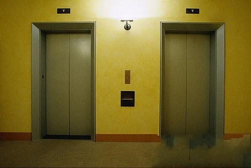 电梯惊魂 请留意