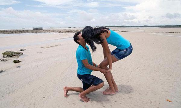 身高不是距离 身高1.6的男友向两米高的女模求婚