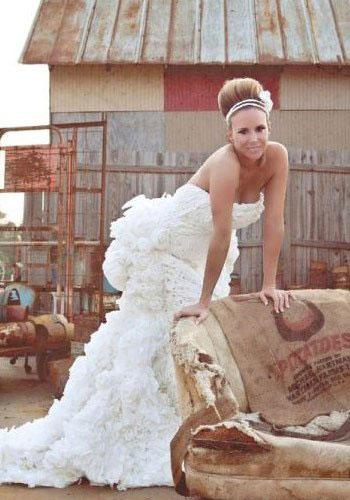 时尚简单大方为一体 厕纸做婚纱