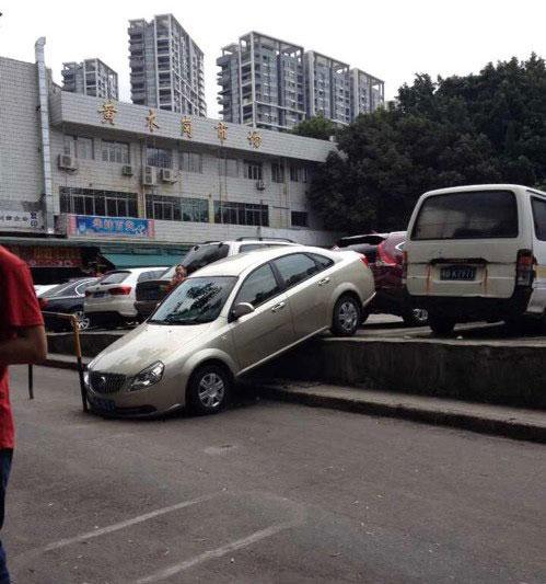 有趣的车祸图片 千万别学!