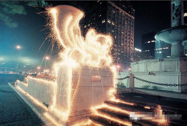 美国的Eric Staller艺术家创造有趣的被赋予生命的光影艺术
