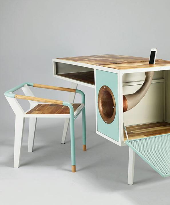 Soundbox 一台有音频放大器的桌子