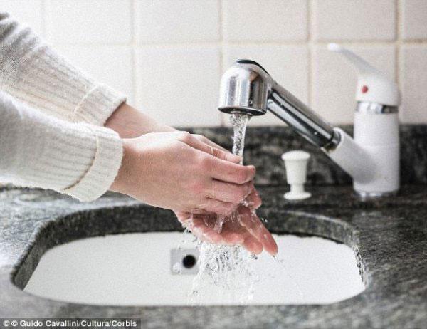 远离公共厕所病菌的方法