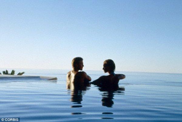 意大利夫妻海中缠绵,因生殖器卡住最终送医才得以分离