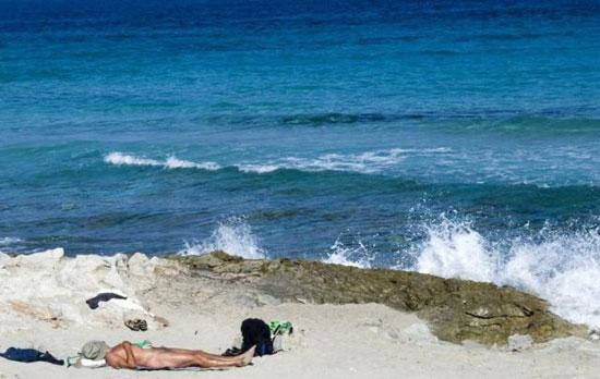 脱光才能进 全球六大天体海滩