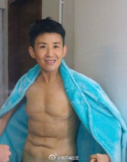 醉了!吴君如《12金鸭》变身肌肉猛男精彩剧照