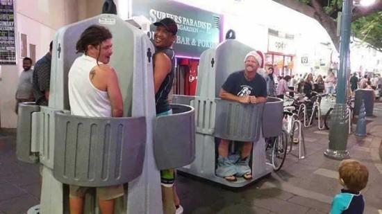 澳街头现开放式男厕 仅遮男士敏感部位