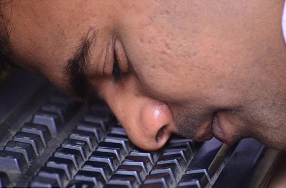 印度男子用鼻子打字创世界纪录 47秒输入103个单词