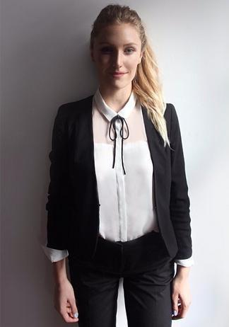 女子3年穿同一套衣服上班:不用费神费时考虑每天的穿着
