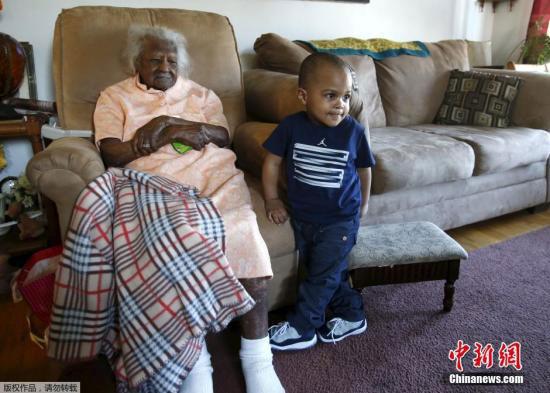 世界最长寿老人将庆祝116岁生日 一直喜欢打保龄球