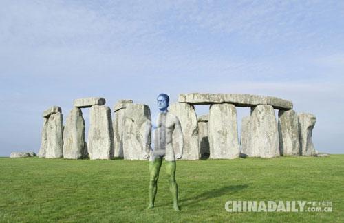 隐藏在英国美景中的人体彩绘 人与周围环境完美融为一体