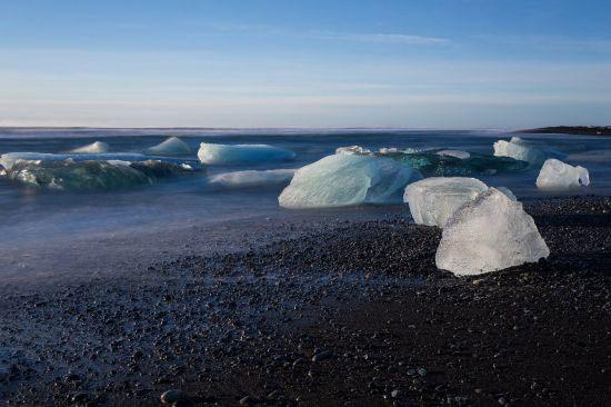 盘点全球最具魅力的15个黑色海滩
