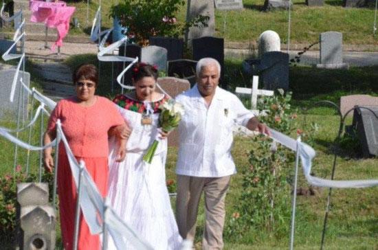 美国一堆新人选在墓地办婚礼 受邀者无法接受婚礼场地