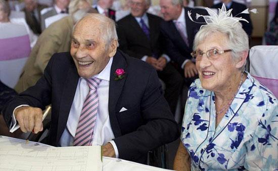 103岁新郎娶91岁新娘 百岁情侣创吉尼斯世界纪录