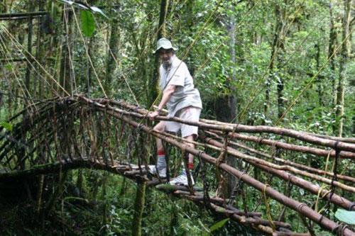 美国男子50年环游世界90个国家 吃过老鼠鳄鱼
