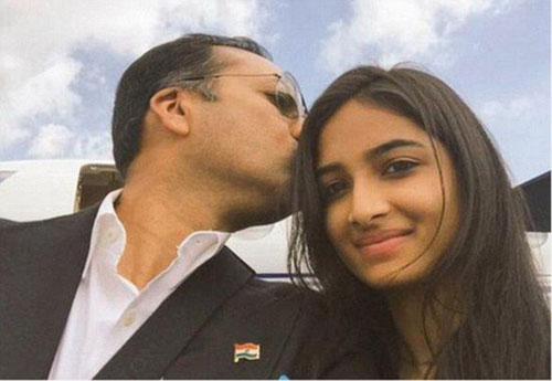 """印度总理为""""保护女儿教育女儿"""" 号召印度全民分享父女自拍合照"""