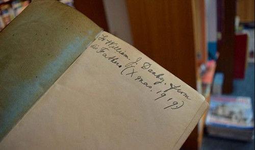 真的有前世今生?英男孩生日收旧书 怀疑自己似百年前书主转世