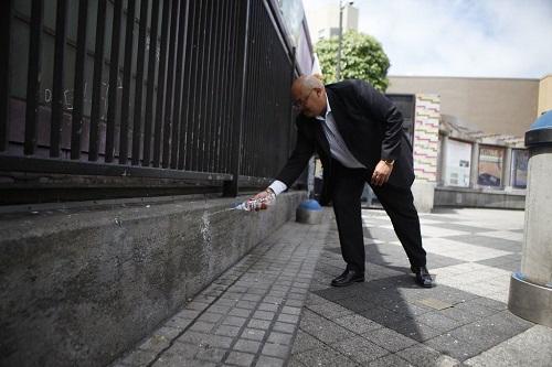 """美国旧金山""""防尿墙""""可反射尿液 提醒民众切勿小便"""