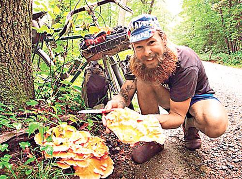 美国男子追求理想人生 半年工作半年骑行出游