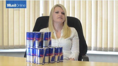 超重妈妈每天喝28罐红牛,减肥不成面临失明