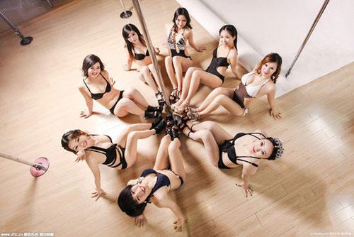 武汉85后美女教钢管舞,七年开16家门店年入百万