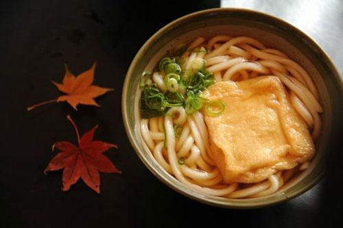 """奇葩料理:日本网友发明""""带电""""乌冬面"""