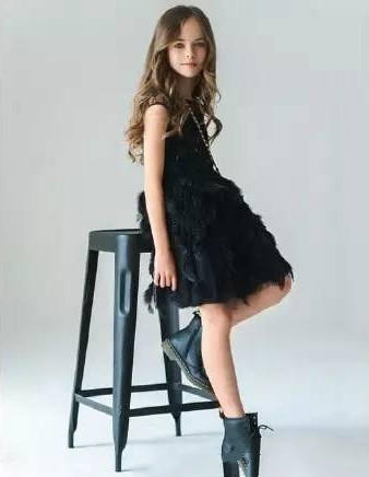 俄罗斯9岁小美女成年龄最小超模