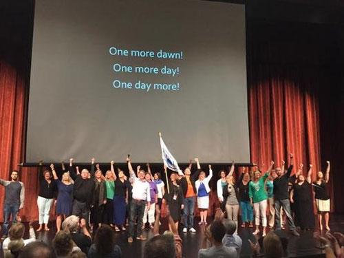 开学季美一学校老师开会唱《悲惨世界》名曲