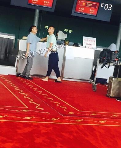 陈冠希机场与插队大叔发生冲怒 获网友支持
