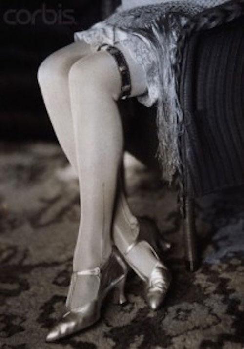 性感丝袜又开始流行了,你知道它是怎么流行起来的吗?