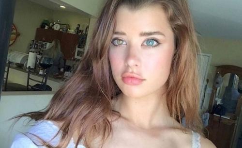 20岁美女模特天生瞳孔异色 一黄一蓝魅惑又性感