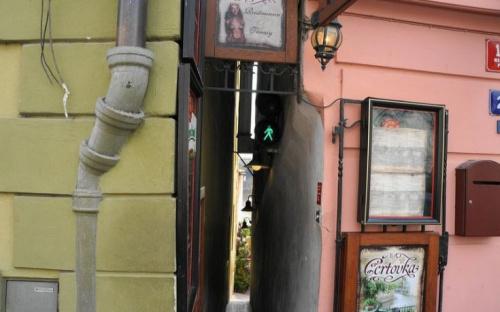 """捷克""""一线天""""街道宽仅49厘米 这让胖纸们情何以堪!"""