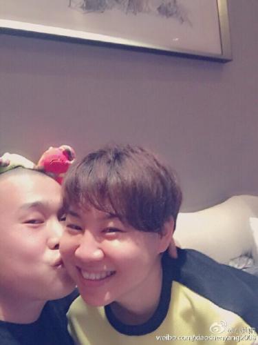 明星炫妻:冯远征晒妻子童年照 王宝强与妻子浪漫婚纱照