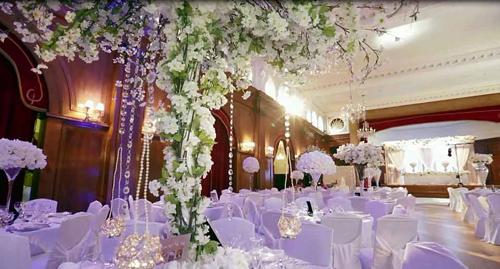 炫富:非洲夫妇伦敦超豪华婚礼 嘉宾获价值数千英镑礼品