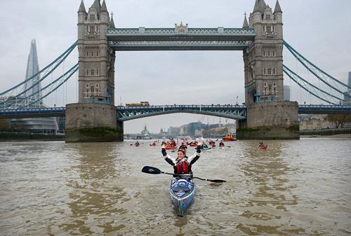 英国女冒险家4年仅靠人力完成环球旅行 全程4万公里