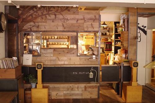 盘点国外的奇葩主题咖啡厅:喝完能变身 垃圾成美味