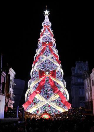 36米高圣诞树在日本点亮 彩灯数已获吉尼斯世界纪录