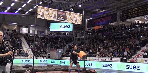"""《权力的游戏》""""魔山""""的扮演者创世界纪录:30斤酒桶扔起7.5米高"""