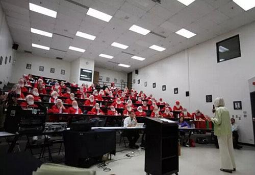 """美国开办圣诞大学 为""""圣诞老人""""提供职业培训"""