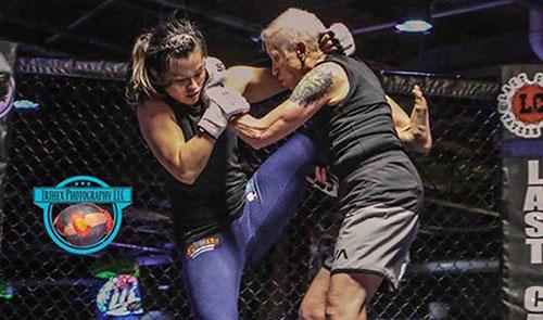 68岁老奶奶参加格斗赛,对战选手竟是孙子辈的!
