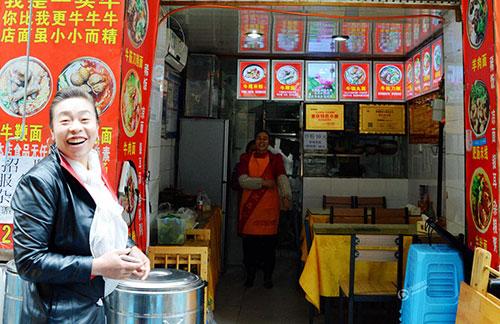 伤不起!重庆街边小店现天价酸辣粉 158一碗惹争议