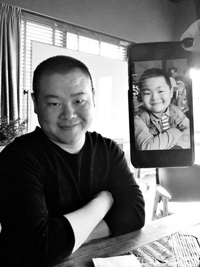 岳云鹏晒与萌娃撞脸照 相似度爆表引发热议
