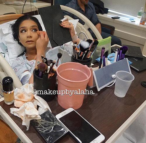 最美妈妈:美国化妆师在产房边生产边化妆