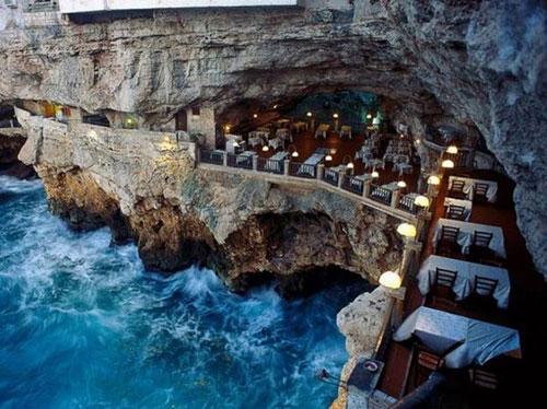 悬崖上的餐厅你够胆尝试吗?