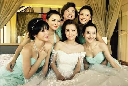 柳岩在包贝尔婚礼上遭闹伴娘的视频流出 网友纷纷给贾玲点赞
