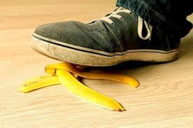 A4腰后新挑战!踩香蕉皮会不会滑倒?