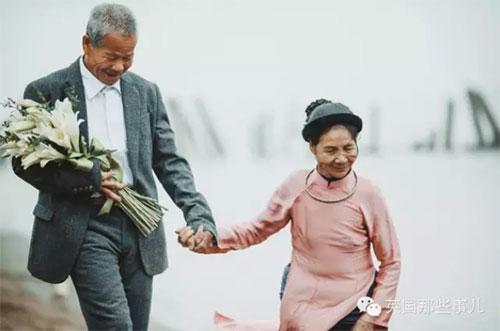 越南一对八旬老夫妻风雨了半个世纪,终于办了场婚礼~