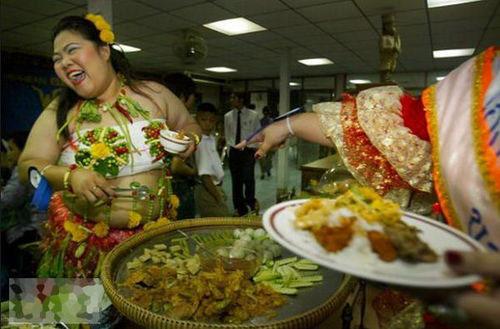 泰国举行重量级人妖选美大赛 体重须超过80公斤